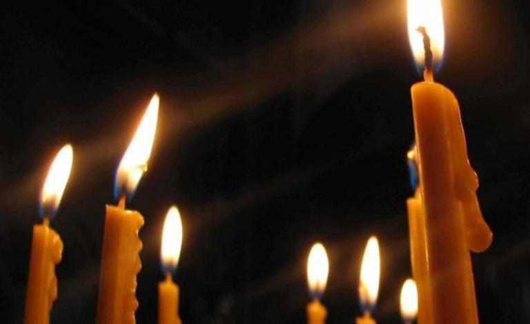 Συνωστισμός 100 ατόμων σε προαύλιο εκκλησίας της Αγίας Βαρβάρας! Η έφοδος της αστυνομίας