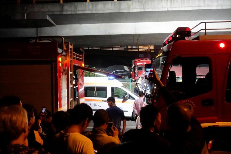 Κίνα: Τρεις νεκροί από την κατάρρευση γέφυρας – Σοκαριστικά βίντεο από το σημείο