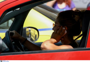 Η χρήση κινητών από τους οδηγούς βασική αιτία για τροχαία