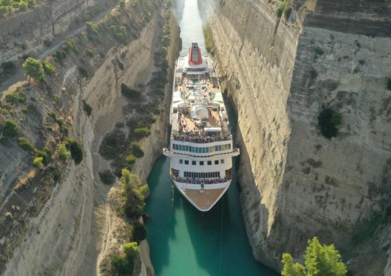 Εικόνες που κόβουν την ανάσα! Τεράστιο κρουαζιερόπλοιο πέρασε τον Ισθμό της Κορίνθου