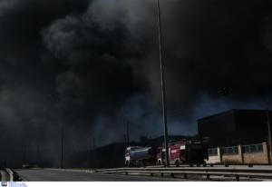 Φωτιά στο Κορωπί: Μαύρισε ο ουρανός! Κατάστημα έγινε στάχτη [Pics, Video]