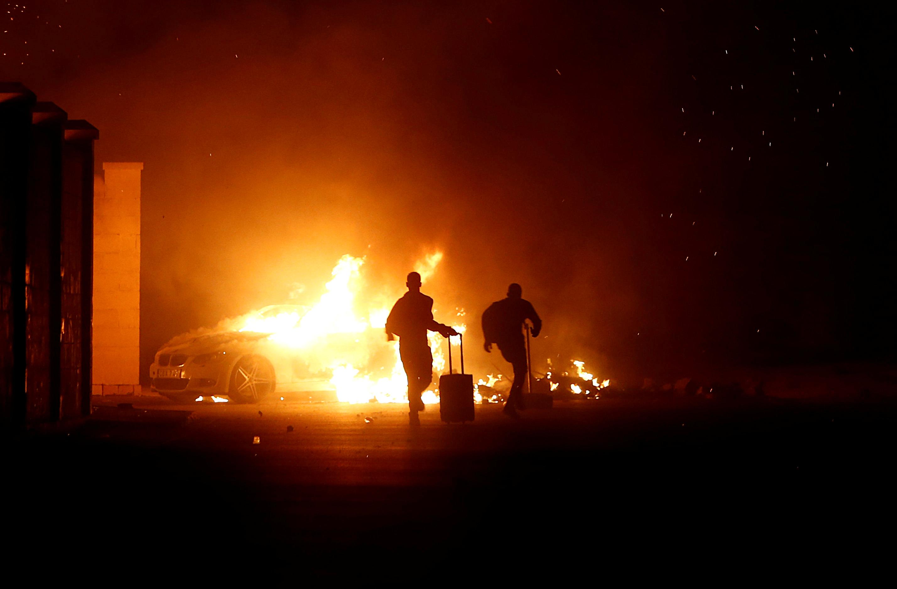 Μάλτα: Επεισόδια σε κέντρο κράτησης μεταναστών – Φωτιά σε αυτοκίνητα και ένας τραυματίας