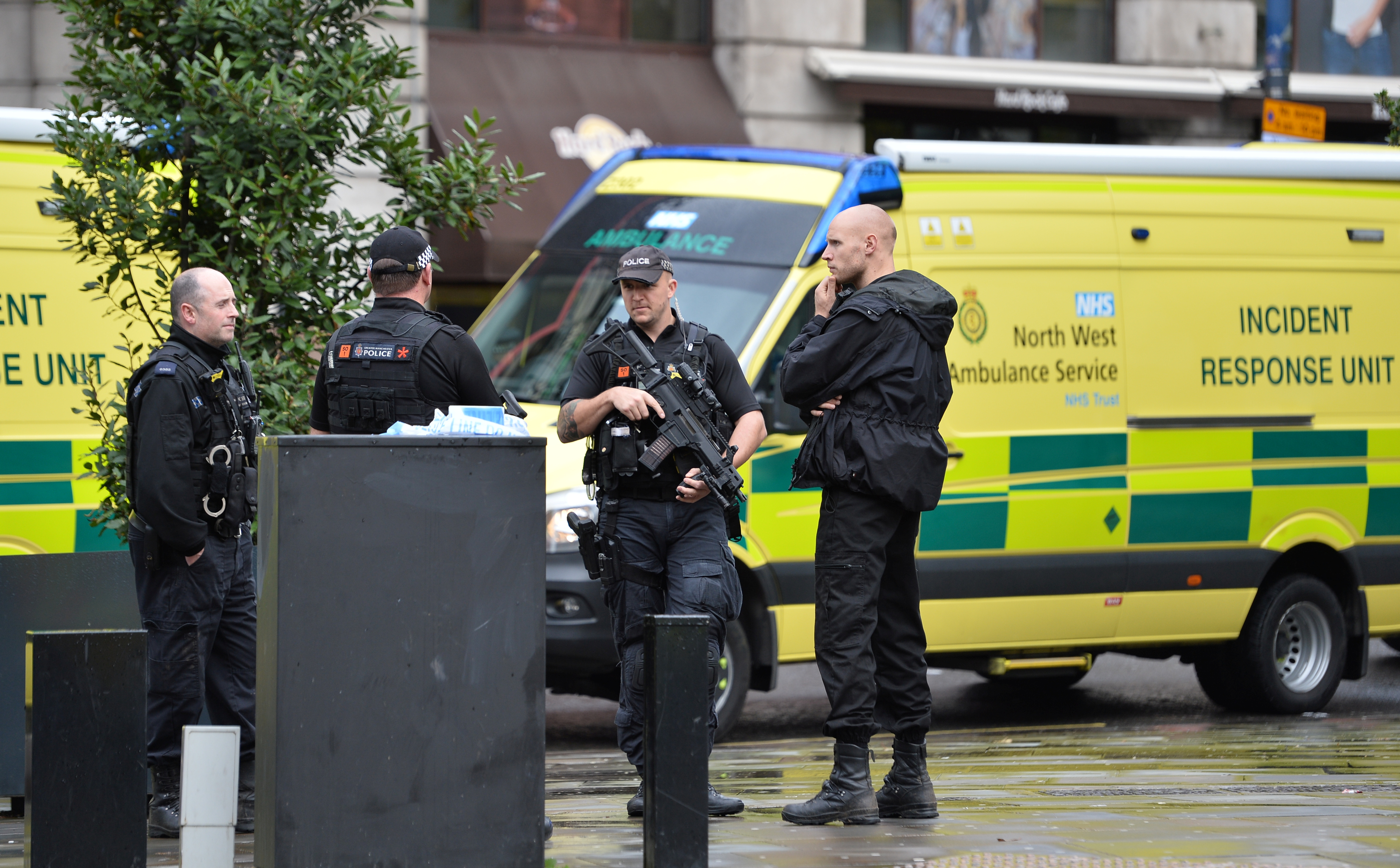 Μάντσεστερ: Ο άνδρας που συνελήφθη για επιθέσεις με μαχαίρι θεωρείται ύποπτος για τρομοκρατία