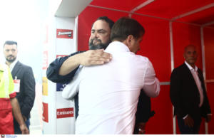 Ολυμπιακός: Αγκαλιά Μαρινάκης και Μαρτίνς μετά τη νίκη επί της ΑΕΚ! [pics]