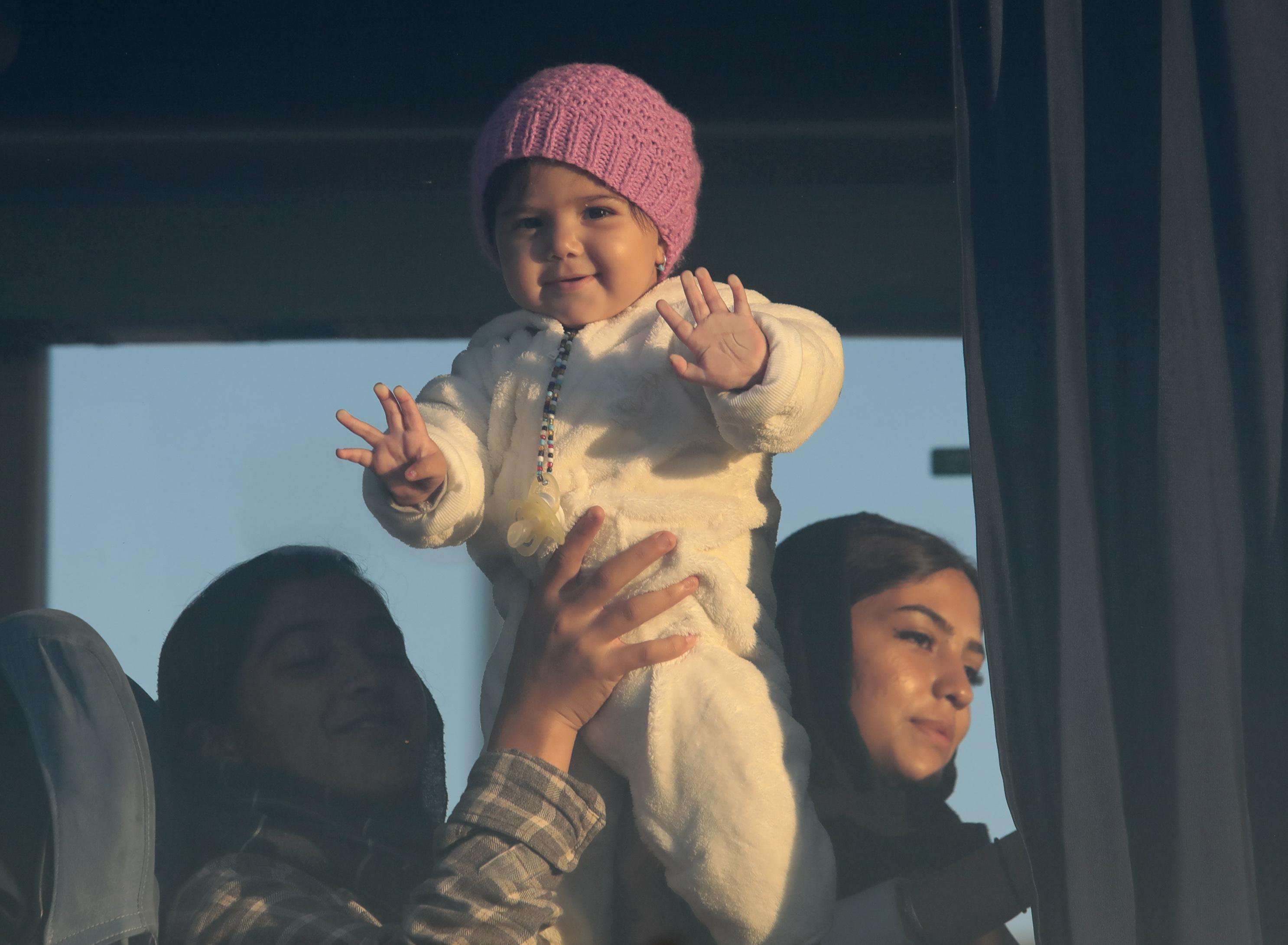 Στο λιμάνι του Πειραιά 155 μετανάστες