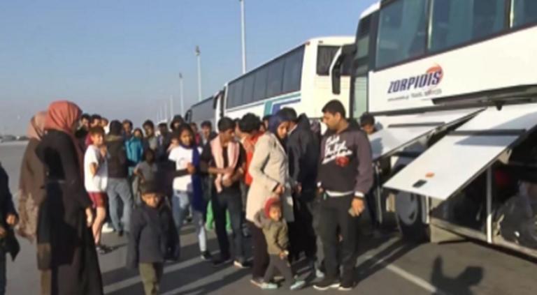 Θεσσαλονίκη: Έδιωξαν πρόσφυγες και μετανάστες στα Βρασνά – Νύχτα έντασης με μπλόκα και μυστικά σχέδια – video