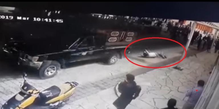 Σοκαριστική «τιμωρία» για Δήμαρχο! Τον έσερναν με το αυτοκίνητο γιατί δεν τους έφτιαξε το δρόμο [vid]