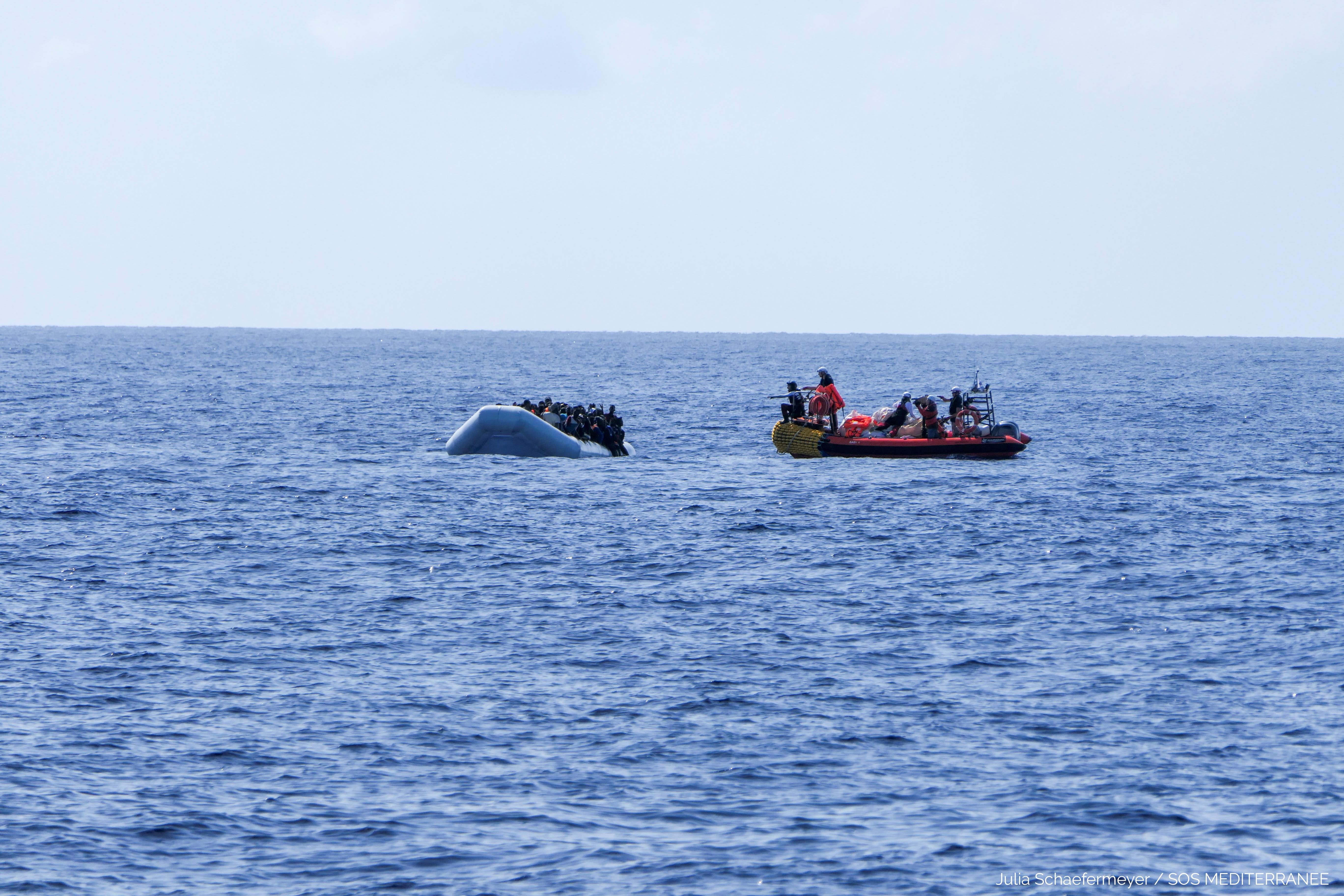 Αδίστακτοι! Πέταξαν μετανάστες στη θάλασσα και τους εγκατέλειψαν – 8 νεκροί
