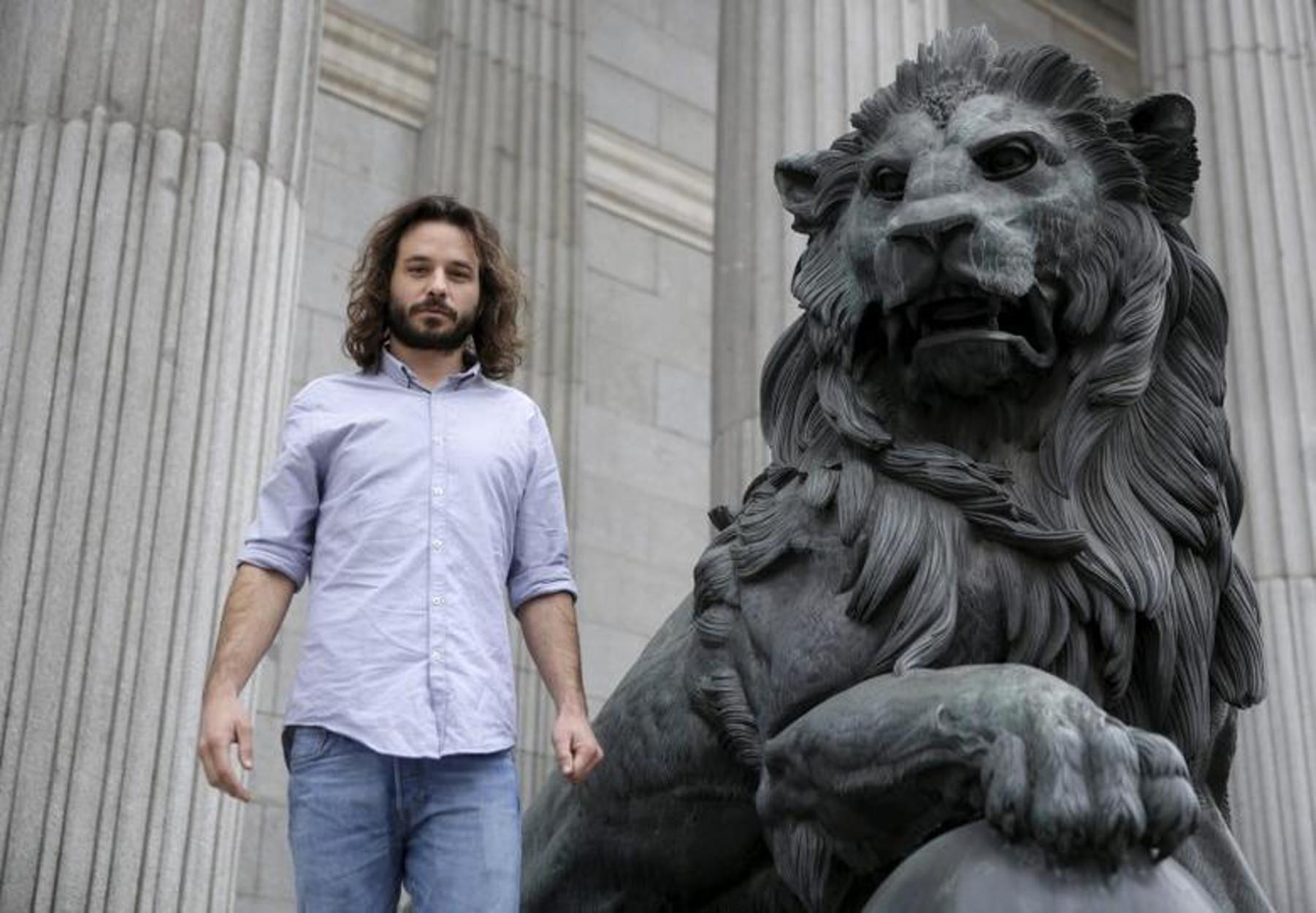 """Ισπανία: """"Άκυρο"""" στους Podemos για την απόλυση βουλευτή – 63 ευρώ αποζημίωση για… κάθε μέρα"""