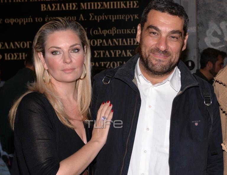 Ελισάβετ Μουτάφη – Μάνος Νιφλής: Βραδινή έξοδος στο θέατρο για το ερωτευμένο ζευγάρι!