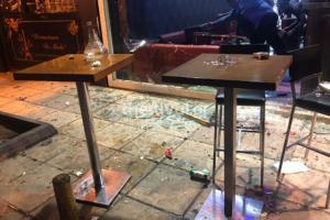 Θεσσαλονίκη: Ξύλο, ζημιές και τραυματίες σε μπαρ – Του έβρισε τη γυναίκα και έγινε ο κακός χαμός [pics, video]