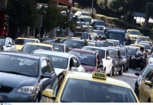 Κυκλοφοριακό κομφούζιο στον Κηφισό λόγω ανατροπής φορτηγού – Τραυματίας ο οδηγός!
