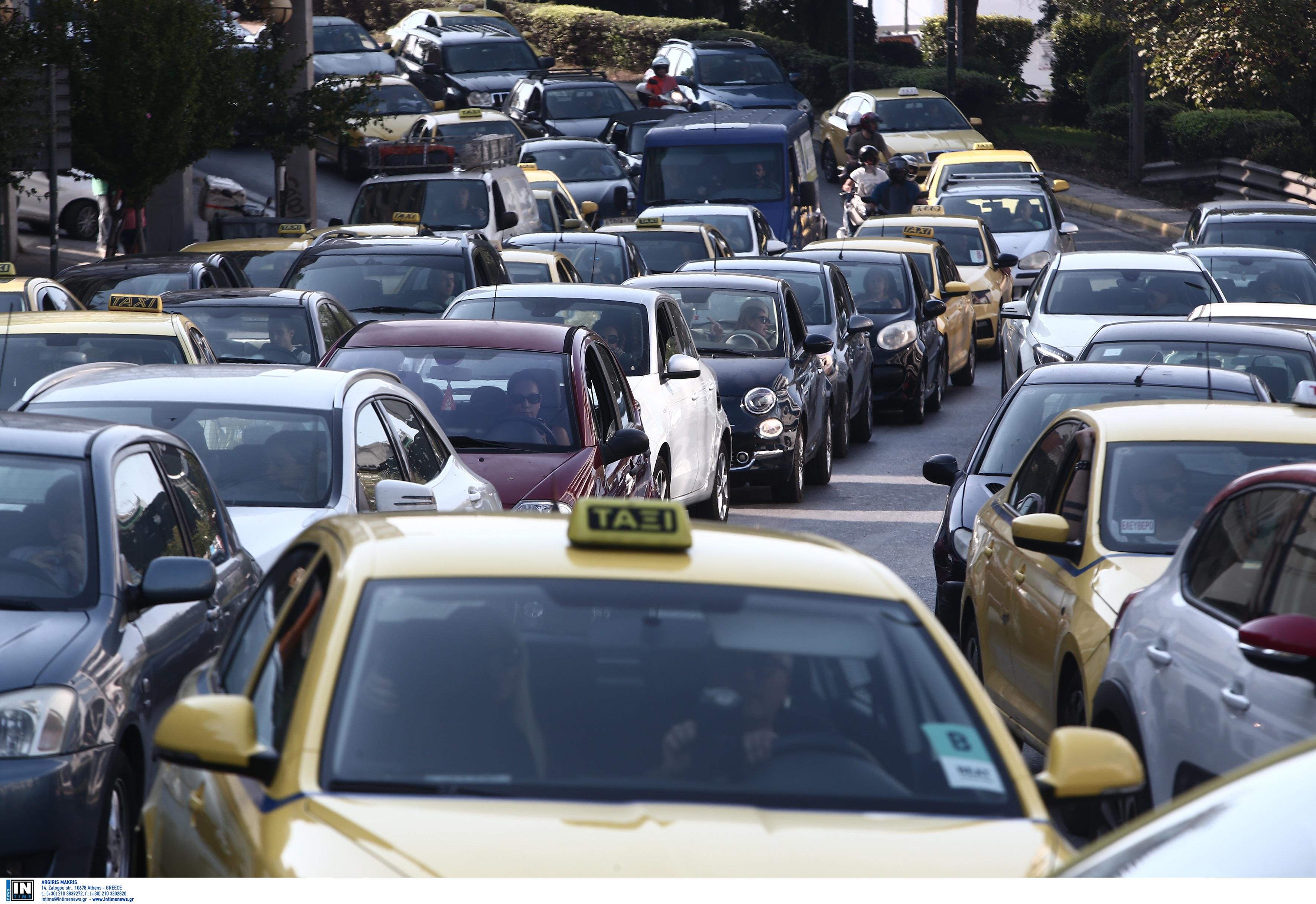 Λεωφόρος Αθηνών: Αποκαθίσταται η κυκλοφορία που είχε διακοπεί και στα δύο ρεύματα