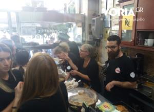 Θεσσαλονίκη: Γενέθλιο πάρτι καταστήματος με δωρεάν μπουγάτσες – Οι νέες γεύσεις που δοκίμασαν οι πελάτες – video