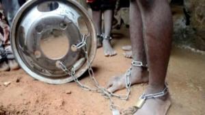 Νιγηρία: Αλυσόδεναν αγοράκια και τα βίαζαν ξανά και ξανά! Πάνω από 300 θύματα