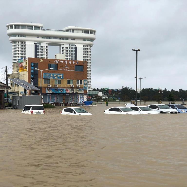Νότια Κορέα: Τουλάχιστον 9 νεκροί από τον τυφώνα που «σαρώνει» την χώρα – video