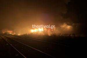 Θεσσαλονίκη: Εικόνες που καθηλώνουν από τη φωτιά σε εγκαταλελειμμένα βαγόνια του ΟΣΕ – Η αποκατάσταση της βλάβης – video