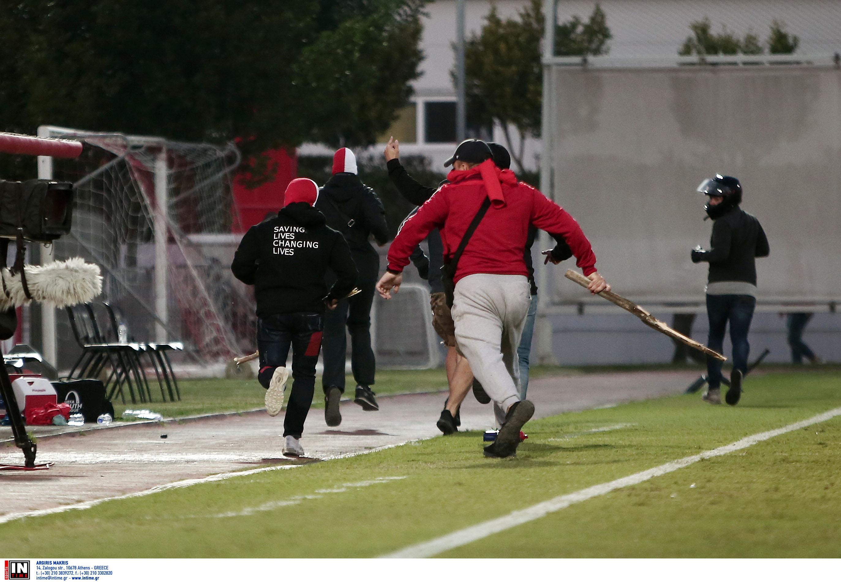 Ολυμπιακός – Μπάγερν: Σοκαριστικές εικόνες στο ματς των Νέων! Με αίματα οι Γερμανοί στην κερκίδα [pics]