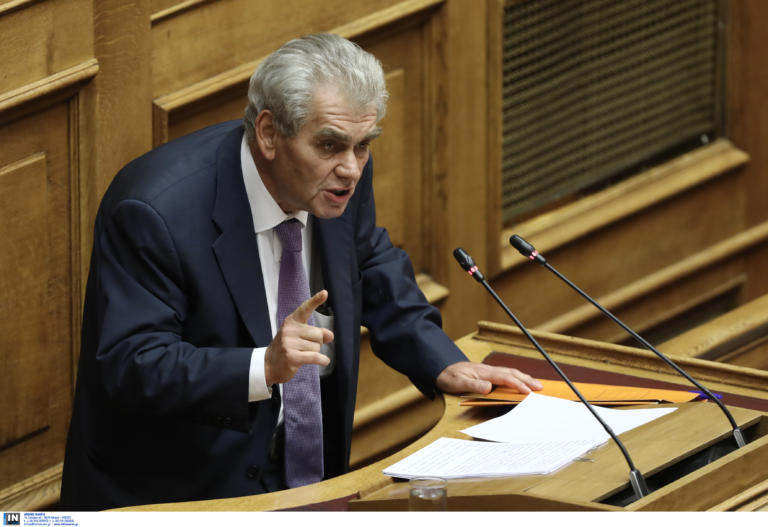 """Παπαγγελόπουλος: """"Κλάμα"""" στην Βουλή! Ο Ρασπούτιν και το """"αχαλίνωτο σεξ"""" – video"""