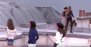 Η Τζίτζι Χαντίντ απομάκρυνε εισβολέα από την πασαρέλα σε επίδειξη του Chanel – Video
