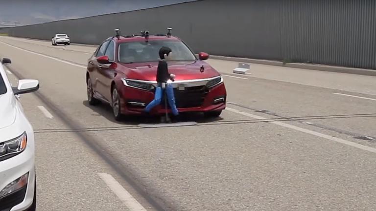 Πόσο αξιόπιστα είναι τα συστήματα εντοπισμού πεζών στα σύγχρονα αυτοκίνητα; [vid]