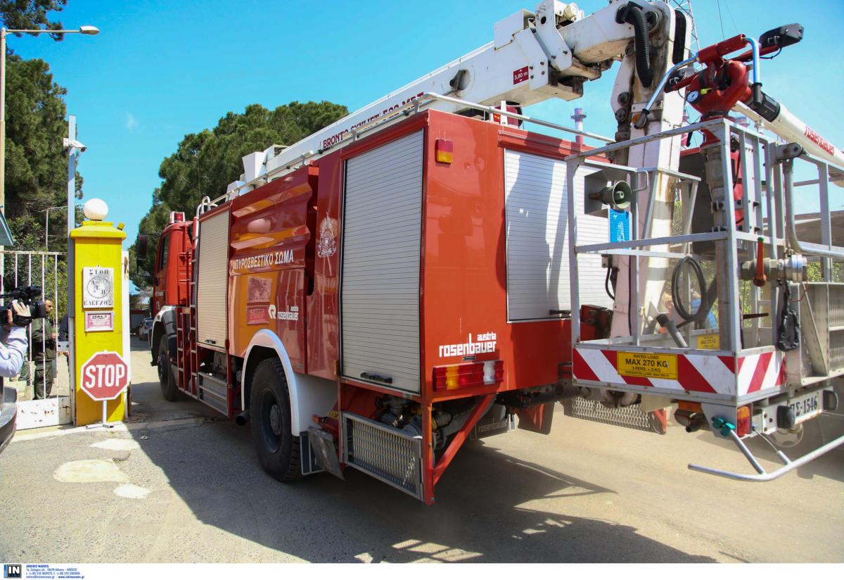 Πούλμαν τυλίχθηκε στις φλόγες στη λεωφόρο Αθηνών