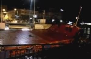 Χαλκίδα: Τουριστικό πλοίο χτύπησε στη γέφυρα του Ευρίπου – Συνελήφθη ο καπετάνιος του!