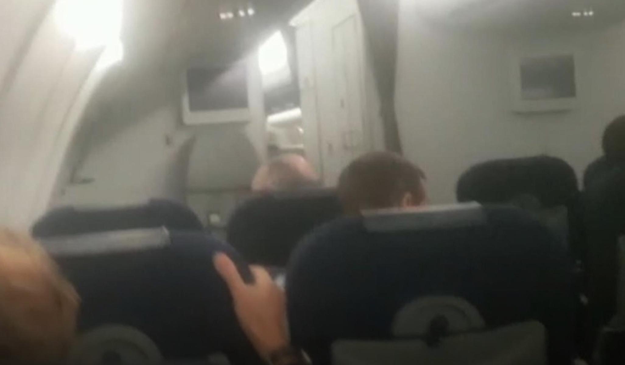 Πτήση τρόμου για Κέιτ και Γουίλιαμ! Έπεσαν σε απίστευτες αναταράξεις [video]