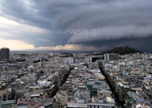"Shelf cloud: Συγκλονιστικές εικόνες από το… παράξενο σύννεφο που ""σκέπασε"" την Αττική!"