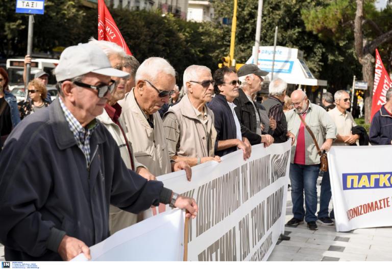 """Θεσσαλονίκη: Στους δρόμους οι συνταξιούχοι – """"Κάθε ασφαλιστικό είναι χειρότερο από το προηγούμενο""""!"""