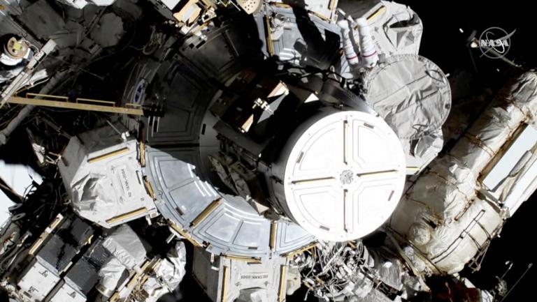 Live ο πρώτος περίπατος μόνο από γυναίκες αστροναύτες