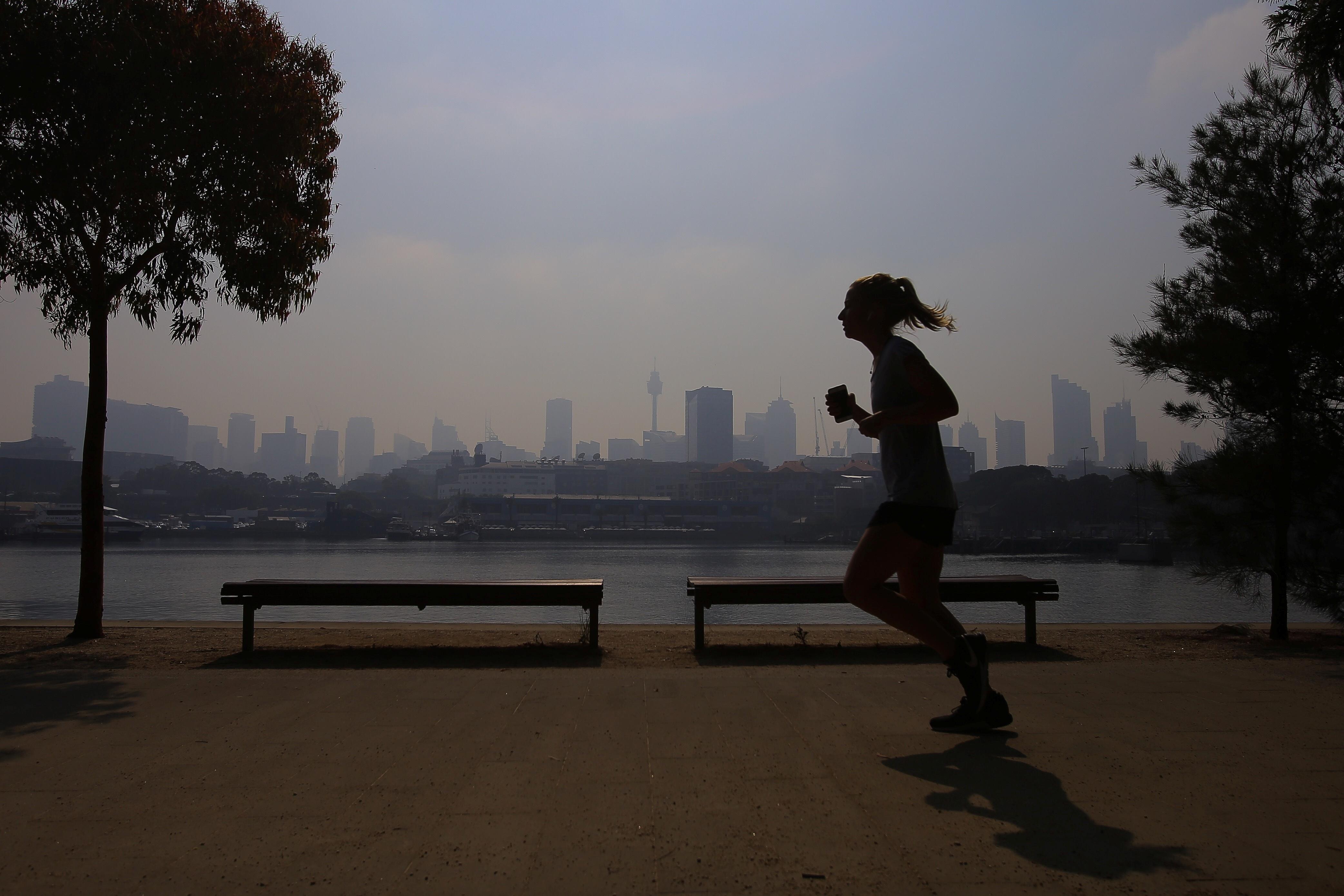 Πνίγεται στο νέφος καπνού από τις πυρκαγιές το Σίδνεϊ! Αποπνικτική η ατμόσφαιρα στην πόλη