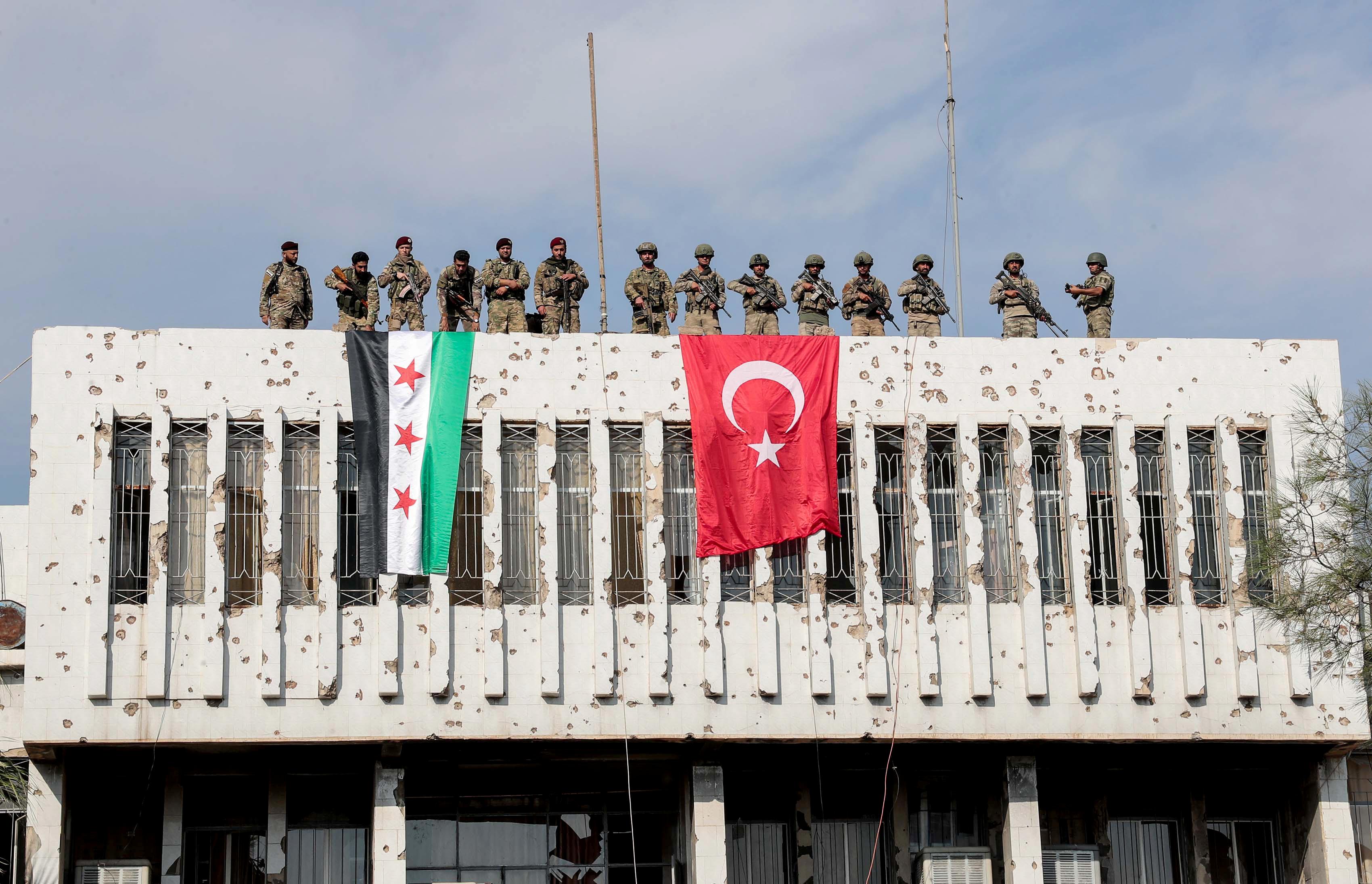 Συρία: 15 συνοριακά φυλάκια απέναντι στην Τουρκία στήνει η Δαμασκός