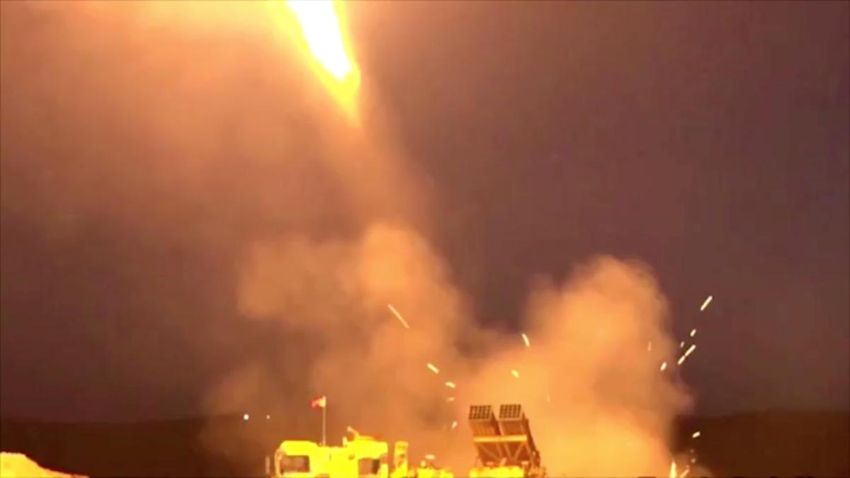 Συρία: «Χτυπήθηκαν συγκεκριμένοι στόχοι» – Σφυροκόπημα από αέρα και ξηρά