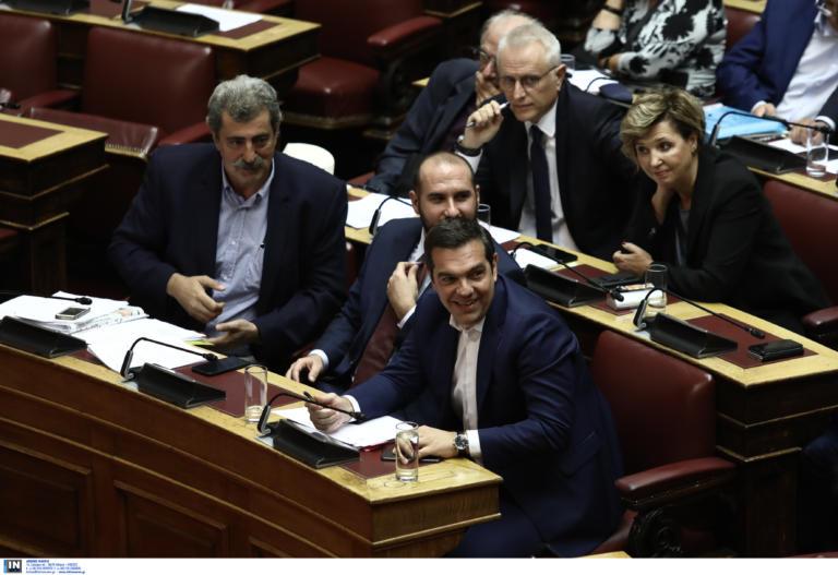 Τρίβουν τα χέρια τους στον ΣΥΡΙΖΑ, μετά την ψηφοφορία για τον Παπαγγελόπουλο