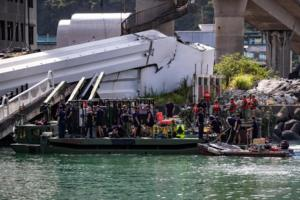 Νεκροί και οι έξι αγνοούμενοι μετά την κατάρρευση γέφυρας στην Ταϊβάν – Pics – Video