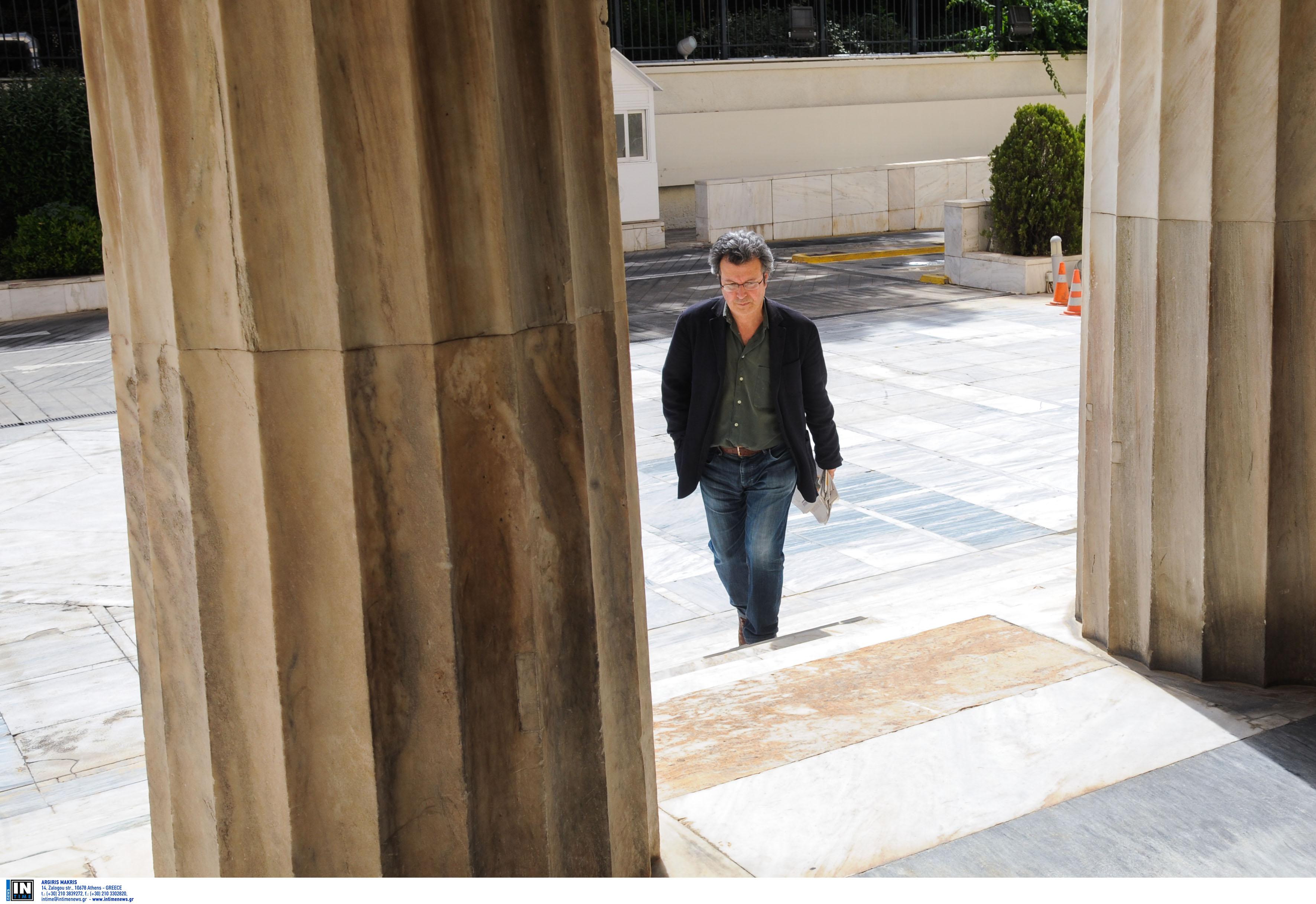 Πέτρος Τατσόπουλος: Μεταφέρθηκε στην καρδιοχειρουργική κλινική