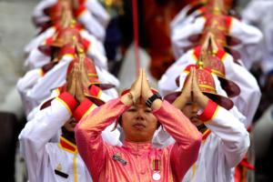 """Ταϊλάνδη: Ο βασιλιάς """"ξήλωσε"""" τίτλους και αξιώματα από τη βασιλική σύντροφό του!"""