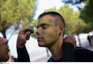Στρατιωτική Παρέλαση 28η Οκτωβρίου: Οι τελευταίες ετοιμασίες – Έτσι έφτιαξαν τους στρατιώτες στη Θεσσαλονίκη [pics]