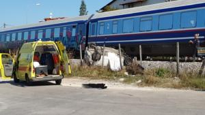 Τρίκαλα: Τρένο συγκρούστηκε με αυτοκίνητο – Μία νεκρή!