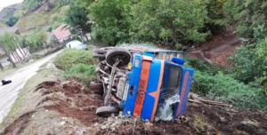Τρίκαλα: Φορτηγό με κατσίκια έπεσε σε γκρεμό!