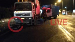 Κρήτη: Φορτηγάκι έπεσε πάνω σε απορριμματοφόρο – Τύχη βουνό για τους υπαλλήλους καθαριότητας [pics]