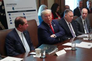 """Τραμπ: Το """"χοντραίνει""""! Η λέξη """"τζιζ"""" που χρησιμοποίησε… ελαφρά τη καρδία"""