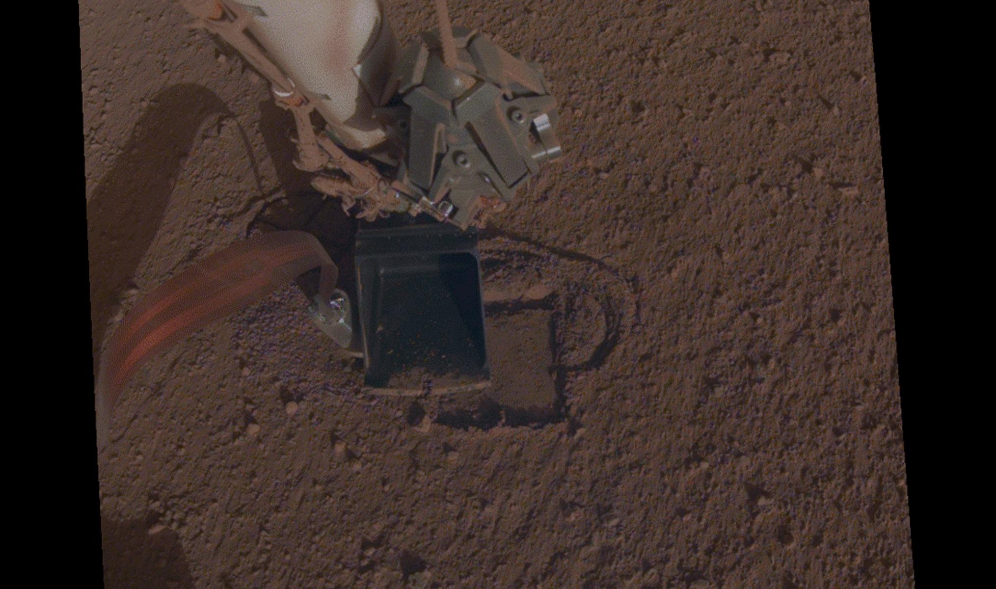 """Ο """"τυφλοπόντικας"""" του InSight σκάβει ξανά στον Άρη [Pic]"""