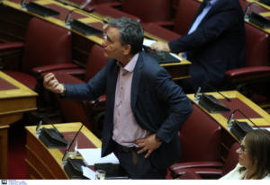 """Τσακαλώτος: """"Η κυβέρνηση παρουσιάζει ως δικό της το σχέδιο για τα κόκκινα δάνεια"""""""