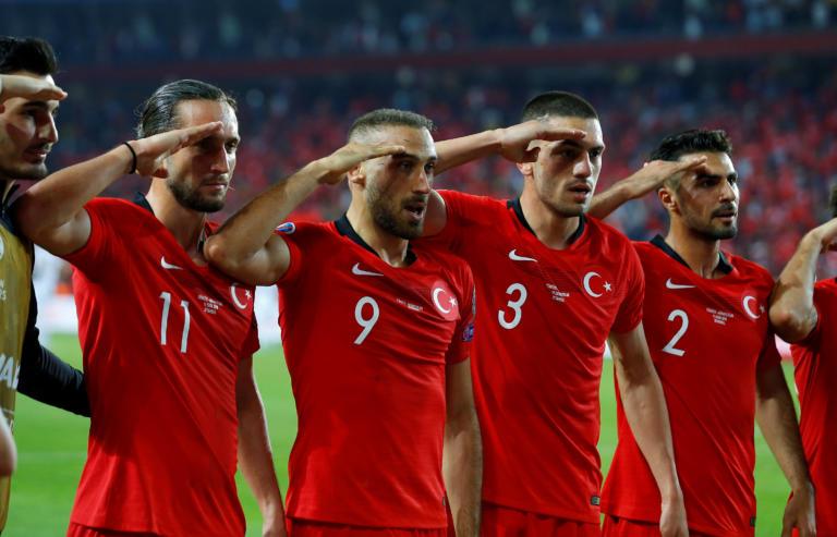 Στρατιωτικός χαιρετισμός από τους παίκτες της Εθνικής Τουρκίας! – video