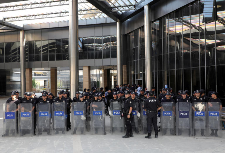 Τουρκία: Συνελήφθησαν τρεις δήμαρχοι εκλεγμένοι με το φιλοκουρδικό κόμμα