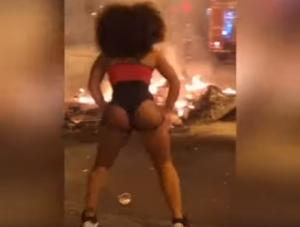 Βαρκελώνη: Εδώ ο κόσμος καίγεται κι η κοπελιά… twerking! video
