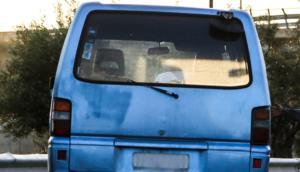 Αλήθειες και ψέματα για το… πολύχρωμο βανάκι, που αρπάζει Ελληνόπουλα!