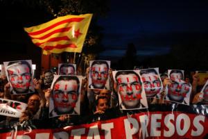 Βαρκελώνη: Οργή λαού για την καταδίκη των αυτονομιστών ηγετών!